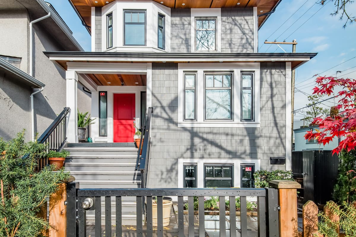 Roam Vancouver in Style from a Chic Hideout