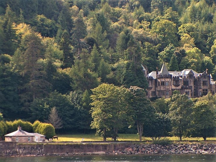Erines - A Baronial Hall apartment on Loch Fyne