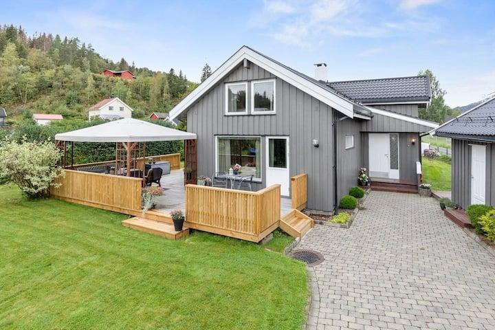Opplev vakre Lillehammer fra vårt innbydende hus