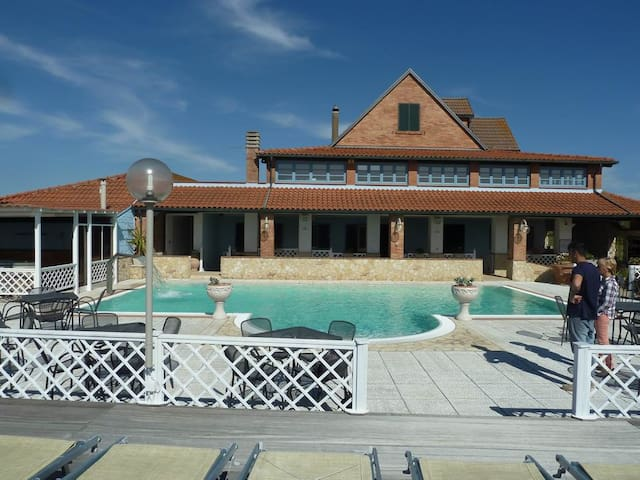 Resort with swimming Pool - Casale Marittimo - Daire