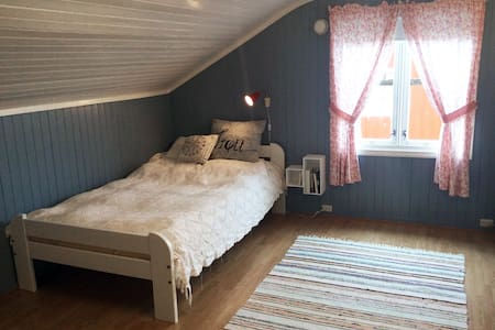Cosy guest rooms in scenic Lofoten! - Casa