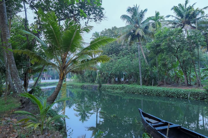 Free Boating 2.5 Hrs  At Water Front Homestay