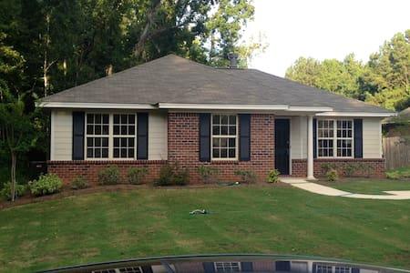 Cozy Eastside home - Montgomery