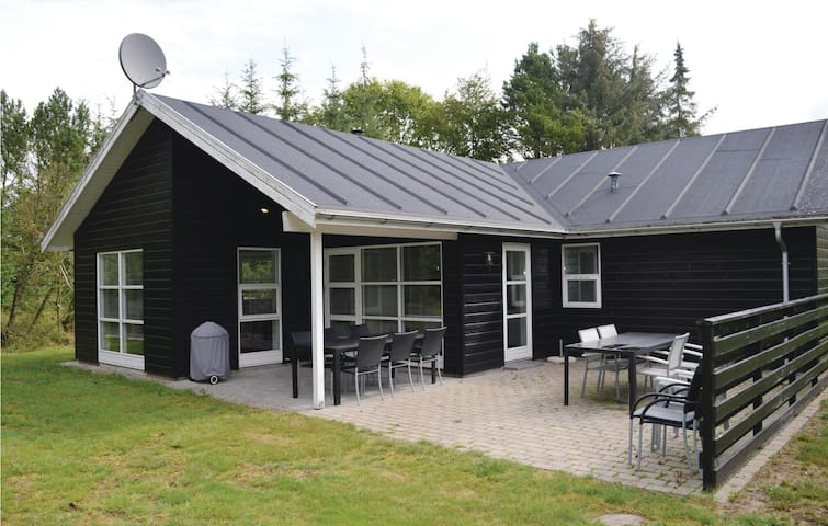 Holiday cottage with 3 bedrooms on 125m² in Hals