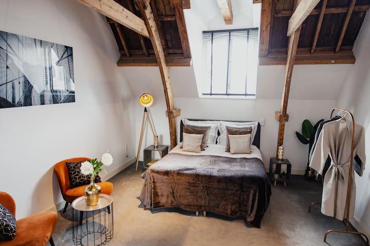 Private modern & luxurious citycentre studio/loft