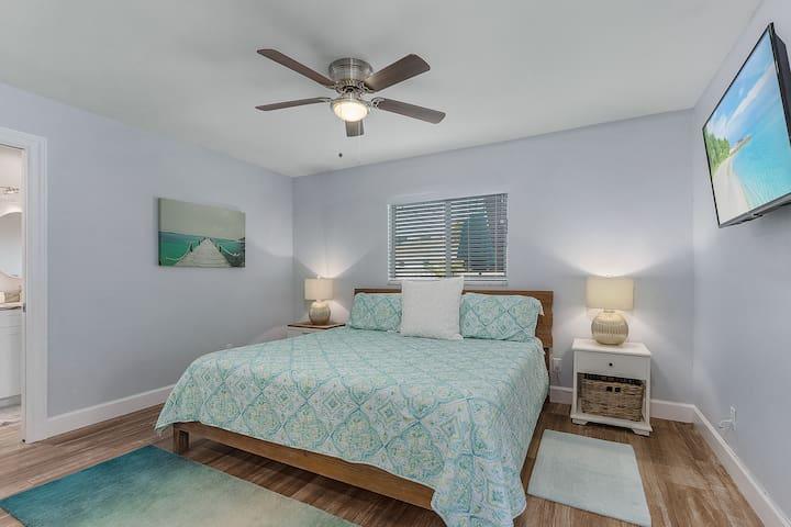 Beautiful Master Bedroom with en-suite bathroom and large walk in closet.