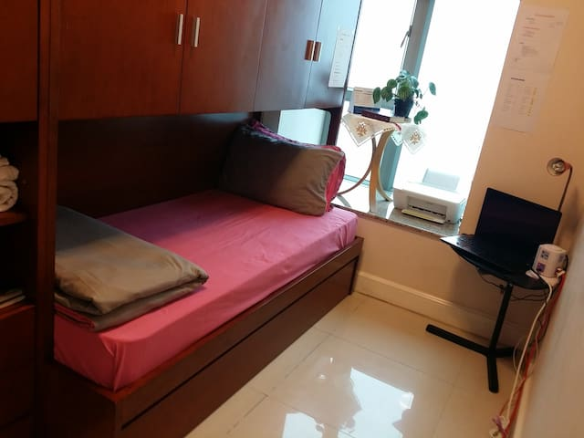 small cosy room with a nice view. - Hongkong - Wohnung