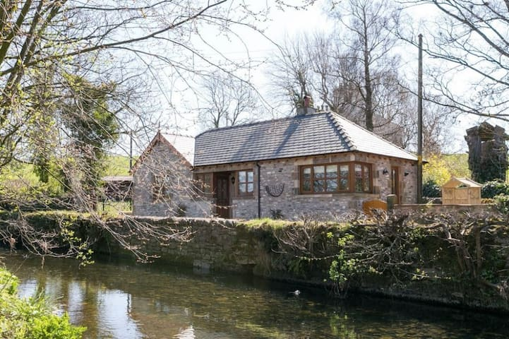 HAWTHORN COTTAGE, Stainton, Nr Kendal - Kendal - House