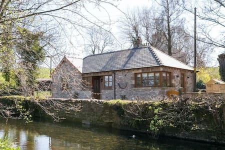HAWTHORN COTTAGE, Stainton, Nr Kendal - Kendal