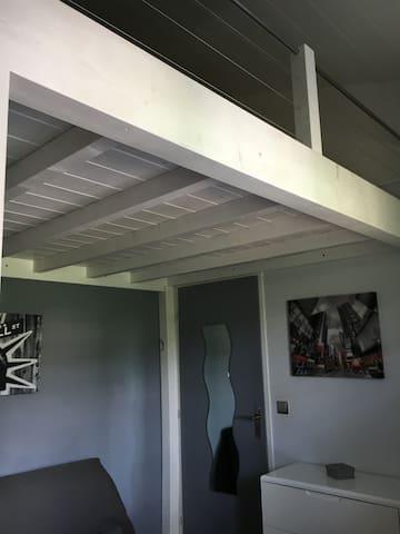 Chambre avec salle de douche ds maison proche IUT - Annecy-le-Vieux - Maison