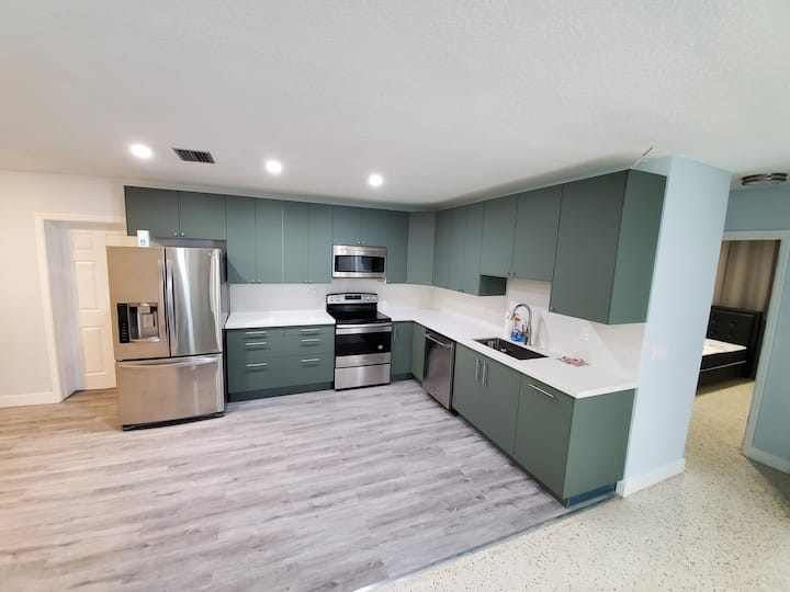 BEAUTIFUL SPACIOUS HOUSE WITH BBQ, GYM, VIDEOGAMES
