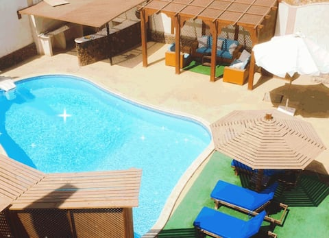 Royal Blue Villa private Swimmingpool & Pooltable