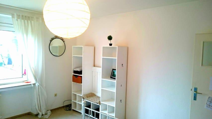 Zimmer in zentraler City-Wohnung mit Balkon - Münster - Apartemen