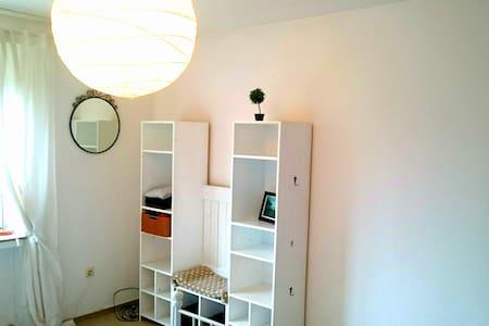 Zimmer in zentraler City-Wohnung mit Balkon - Münster - Wohnung
