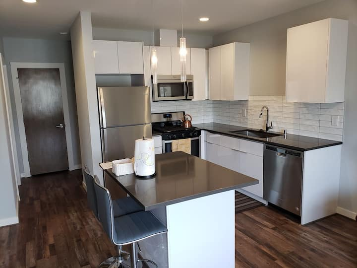 New apart 2 BR, 1.5 Bth perfect location.