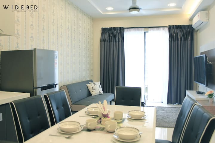 FREE WIFI*Kitchen*Long & Short term stay*JB Town