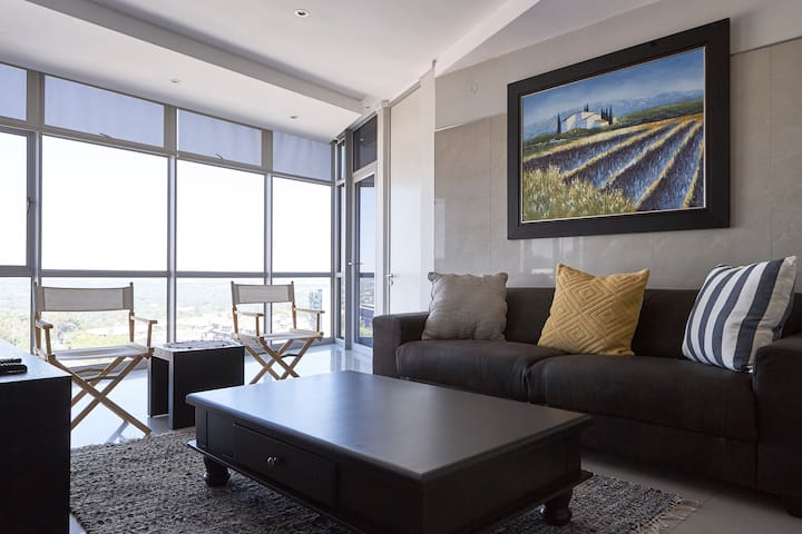 Central, modern Sandton apartment,amazing views - 桑頓 - 公寓