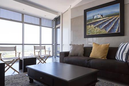 Central, modern Sandton apartment,amazing views - Sandton - Apartament