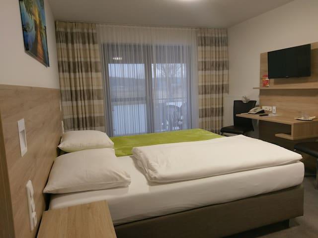 Gasthaus Pension Rezatgrund (Windsbach), Komfortdoppelzimmer mit Balkon