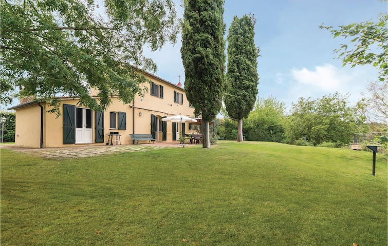 Holiday cottage with 3 bedrooms on 190m² in Cetona SI