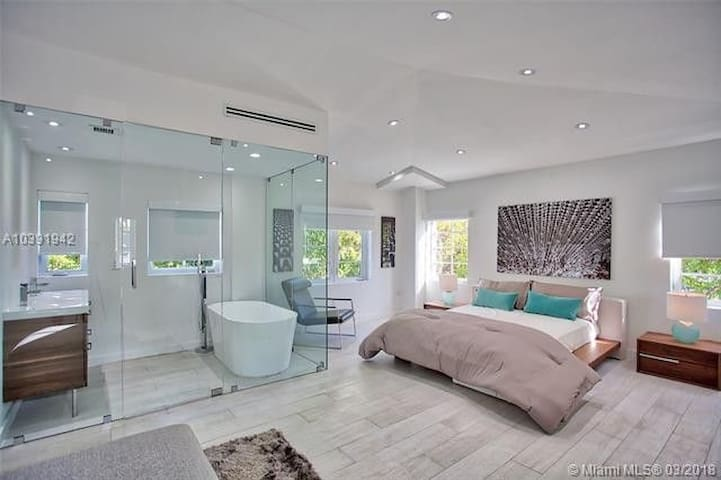 Miami Beach villa 3 beds heart of South Beach