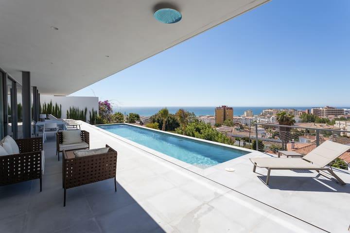 Cool villa overlooking Torremolinos