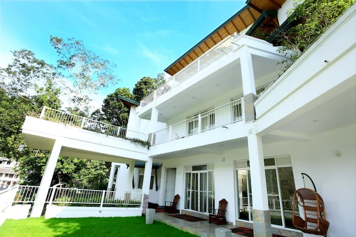 Sunlit Villa Kandy