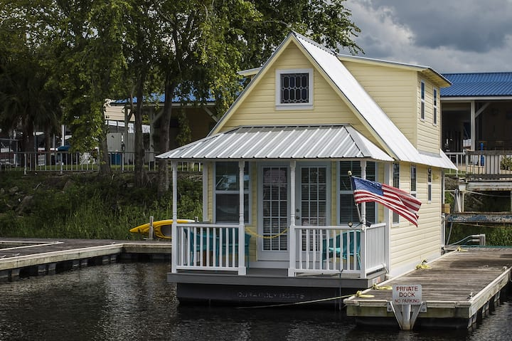Floating Cottage - Sweet River Retreat in Florida