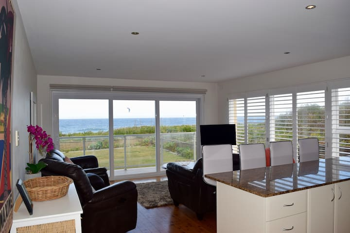 Absolute Beachfront with WiFi - Narrabeen - Pis