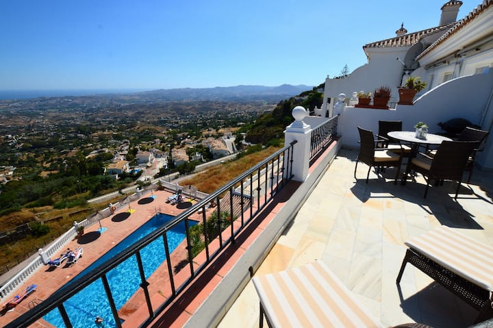 Stunning Views from modern apartment in Mijas!