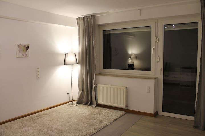 Freundliches Zimmer mit eigenem Bad & Kühlschrank - Dormagen