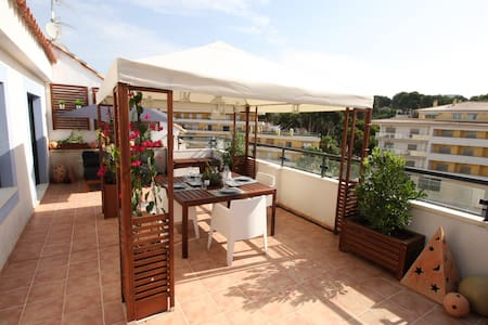 Rooftop apartment Moraira centre, pool, beach 200y