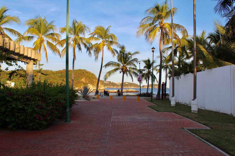 Entrada a Bahia Chahue, a sólo 15 minutos caminando del departamento
