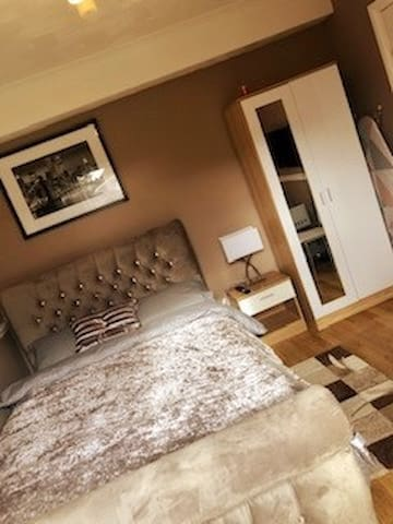 Newly Fitted  En-Suite Bedroom 10min from Heathrow
