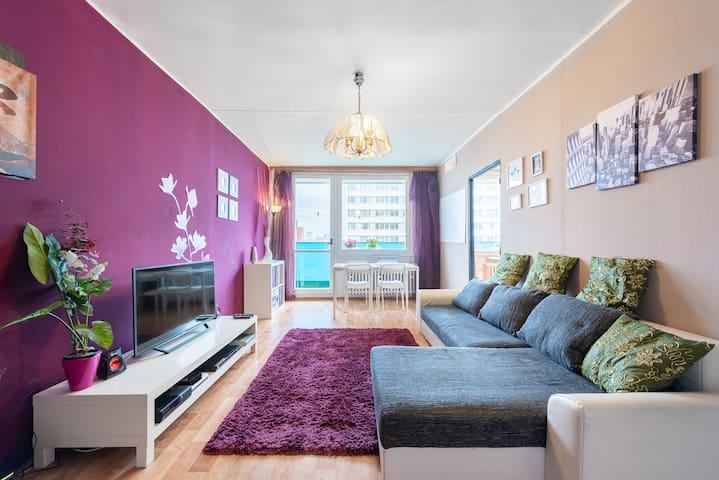 SPACIOUS apartment with BALCONY 1min metro&mall!