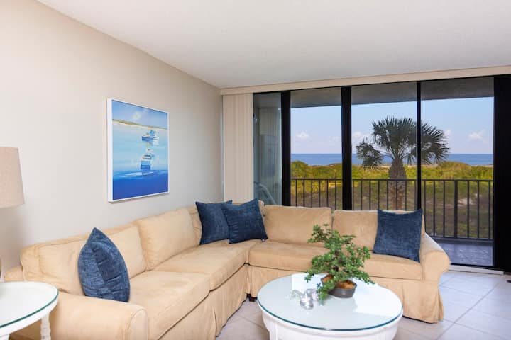 Newly Decorated Oceanfront Condo ~ Excellent Views