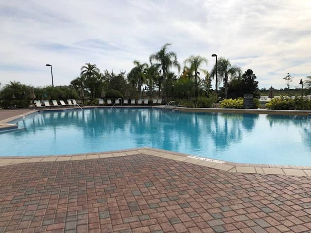 (20U) Resort Luxury Townhouse. Pool. 3 Suites.