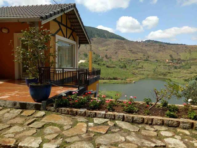 Mimosa Villa townhouse lake side at Tuyen Lam lake