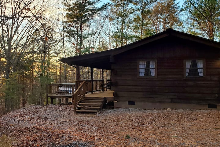 "NEW! The ""Cabin in the Pines"" w/ Hot Tub"