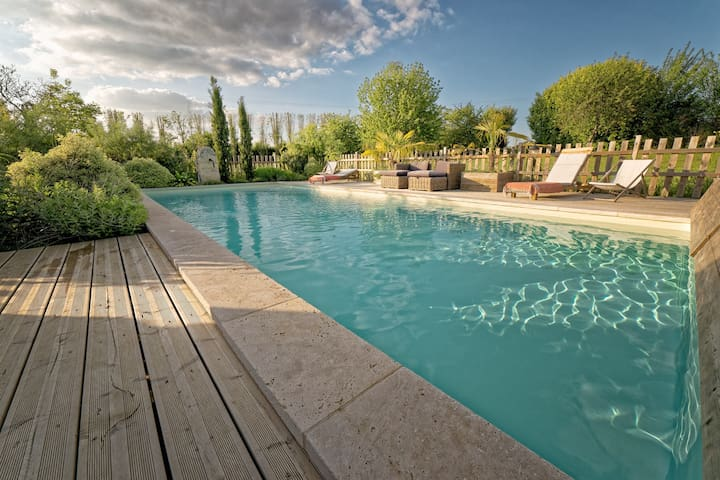 Stone house - Garden &  heated pool