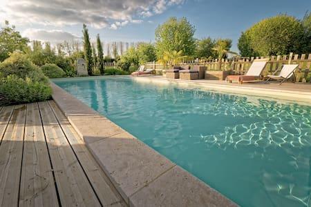 Stone house - Garden &  heated pool