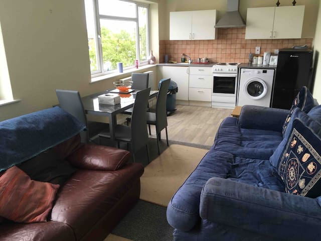 Three Bed Apartment.  Doncaster Airport Vicinity.