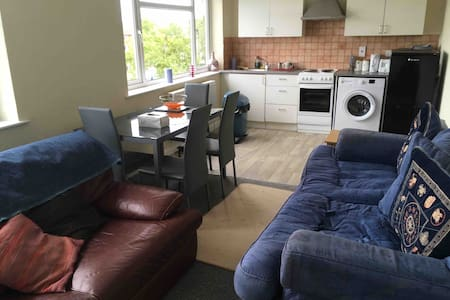 Two Bedroom Flat. 1 mile from Doncaster Airport