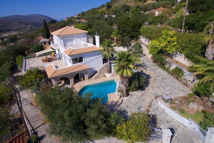 Villa Mantenuta with private pool