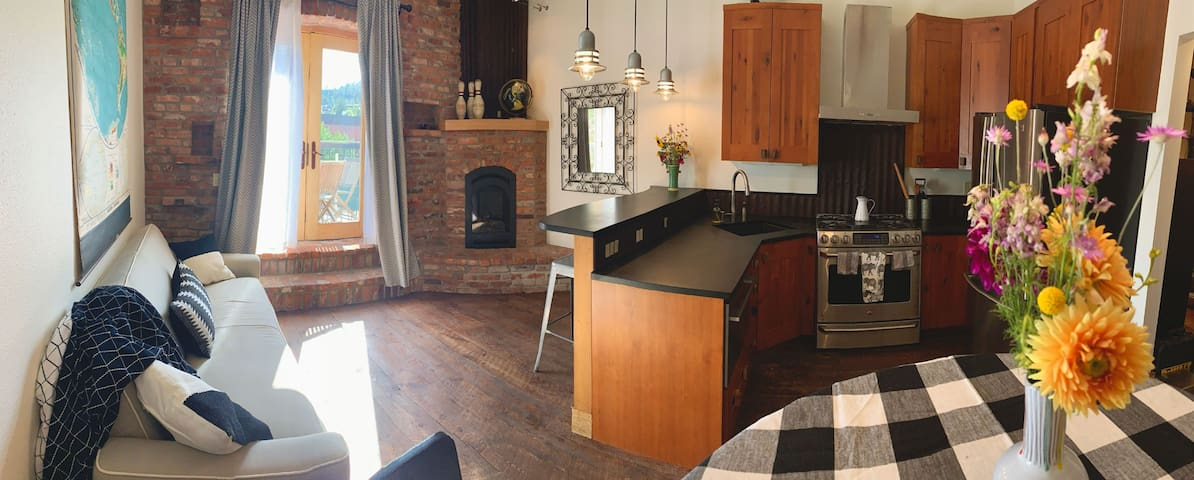 Hip Loft in the Heart of Historic Downtown Helena