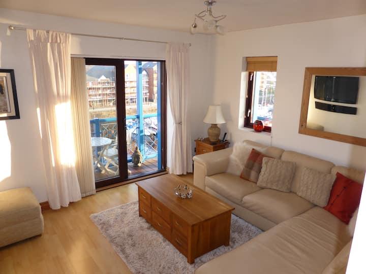 Modern Bright Top Floor Luxury Apartment + Balcony
