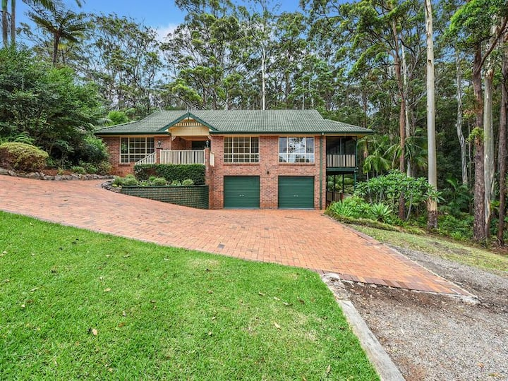 Huge Home With Private Rainforest, Close To Beach