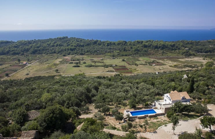 Villa Ella - Five Bedroom Villa with Private Pool