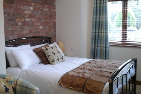 Luxury Self Contained Double Room No.2 - Staffordshire