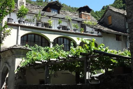 Panoramic terrace, historic charm - Tegna - Apartamento